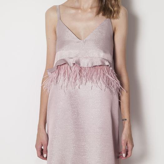 Платье из парчи на бретелях с перьями