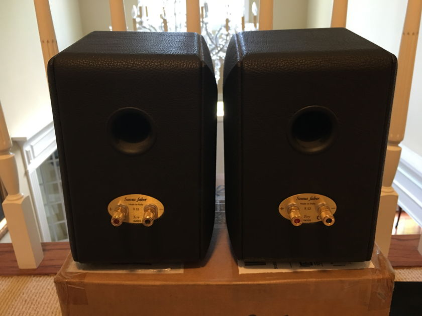 Sonus Faber Toy Monitor In Black Leather -- L@@K !!!!!