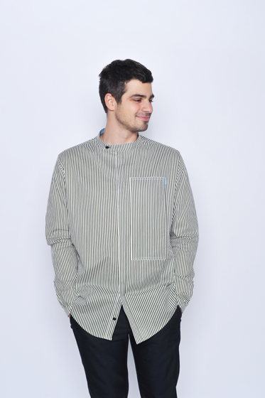 Мужская рубашка в полоску с карманом