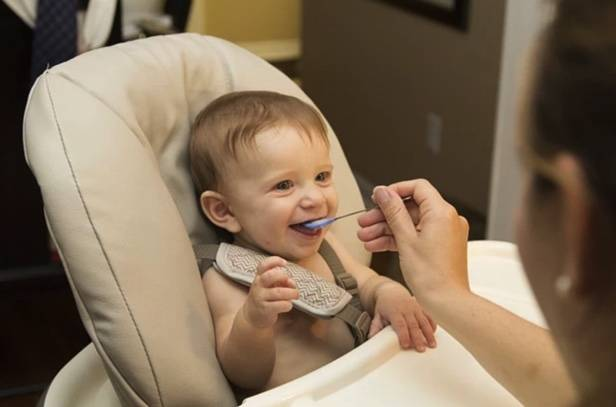 Baby eating solids | Healthy Horizons