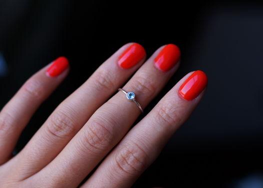 Тонкое кольцо на верхнюю фалангу с топазом или гранатом