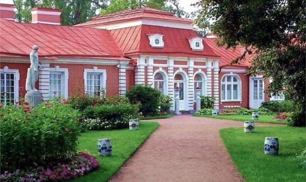 Экскурсия в Петергоф: Малый дворец, парк, фонтаны