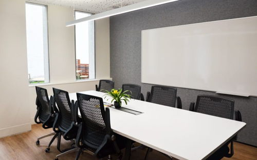 Boardroom space for up to 8 people with natural light - Willis Room - 0
