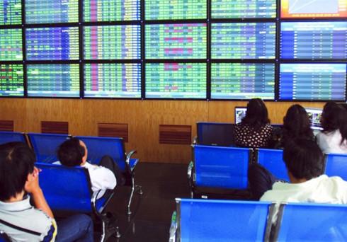 Vietnamese shares slip as global stocks decline