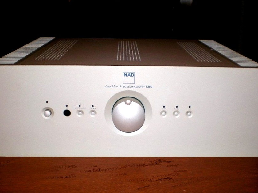 NAD S300 Silverline Integrated Amp True Dual-Mono Design in Box