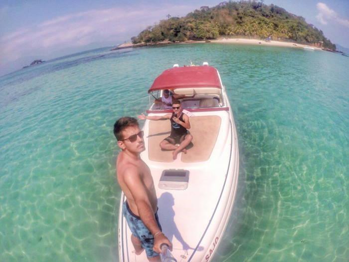 Foto do viajante Guilherme em uma linda praia pelo Brasil viajando pelo Instaviagem