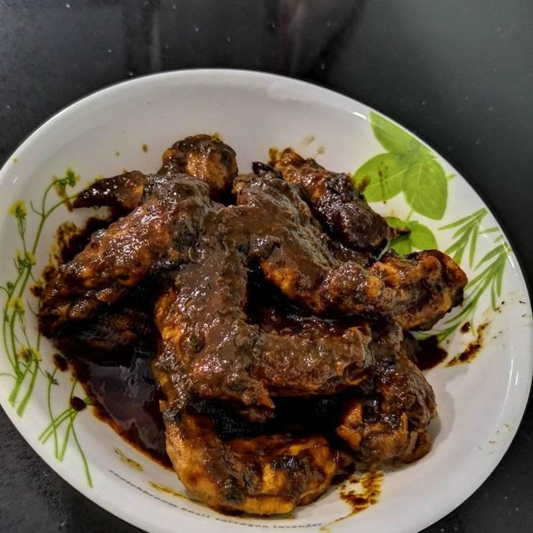 based on a recipe provided by a friend of Pru - super tasty to eat with just some steamed rice! it had a nice rich gravy with a bit of a kick from the chilli. this time around we made it with chicken wings rather than boneless thighs