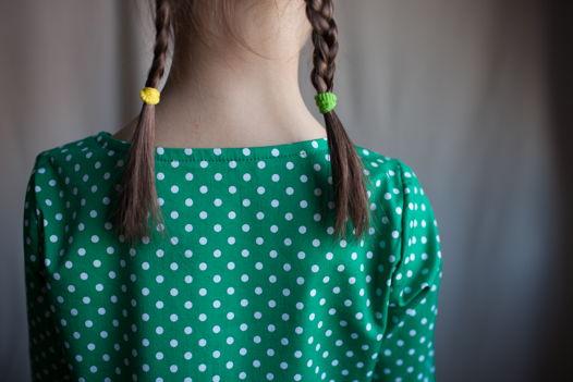 Платье зеленое в горошек