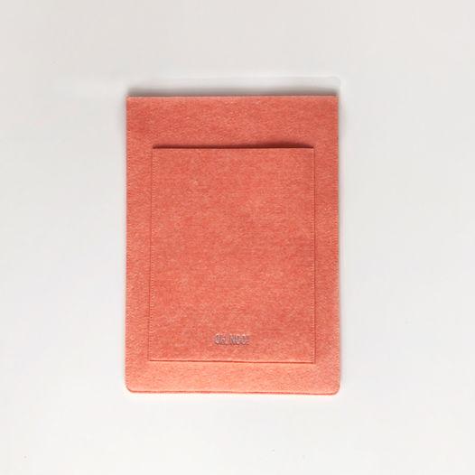 Вертикальныый чехол из фетра для Macbook лососевого цвета