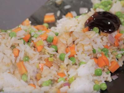 Fry rice with seasoning
