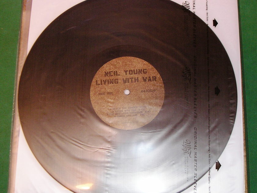 NEIL YOUNG - LIVING WITH WAR - * CLASSIC RECORDS 200 GRAM PRESS *   NM 9/10