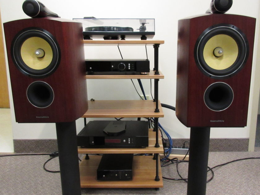Bowers & Wilkins  805D Stand Mound Speaker with matching dedicated speaker stands