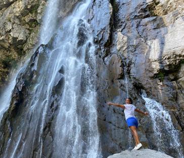 На джипах в Абхазию: Гегский водопад и завтрак королей