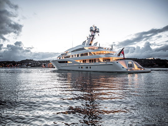 Vilamoura / Algarve - The absolute luxury class on the sea: superyachts by Lürssen. Engel & Völkers spoke with shipyard owner Peter Lürßen about his company.