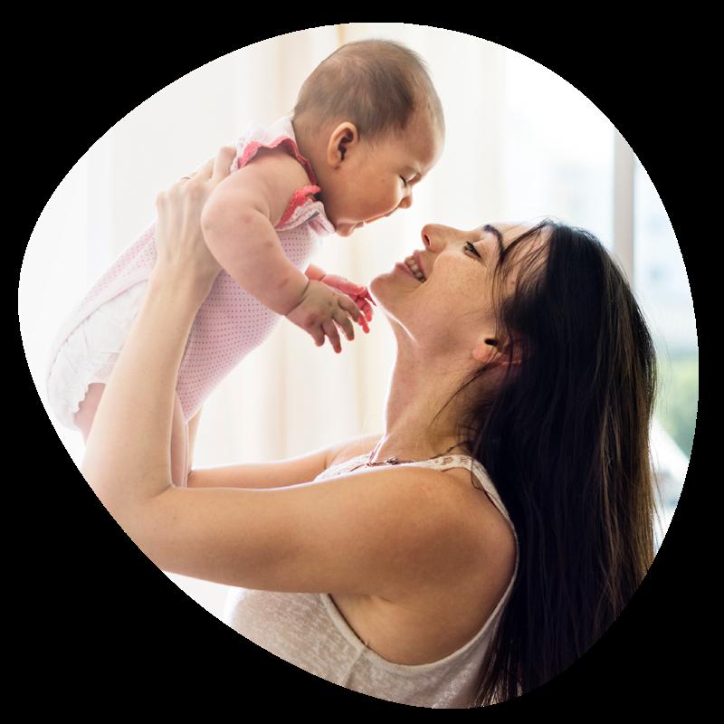 boldog anyuka és a baba