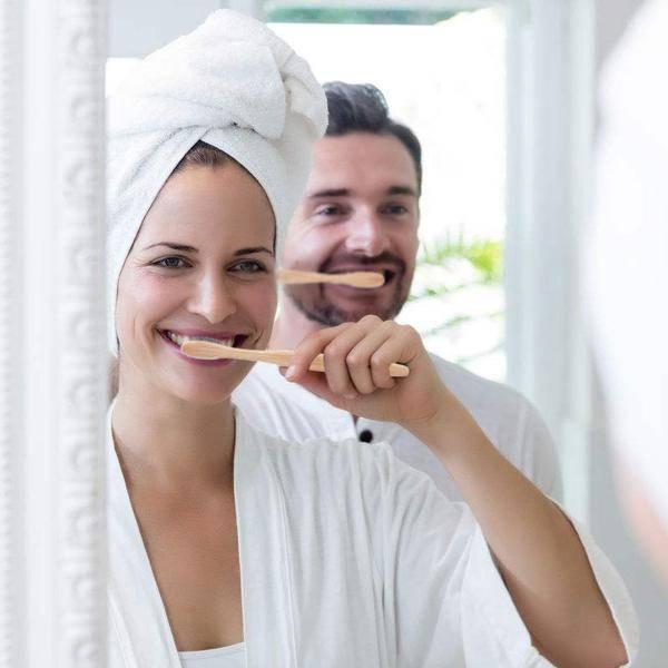 brosse-à-dents-bambou-charbon-vegetal-pack-familial-hygiene-dentaire-biodegradable-sans-plastique