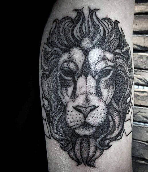 Tatouage Lion Noir et Blanc Corps