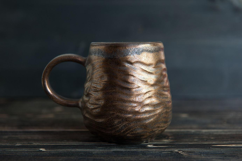Керамическая чашка с текстурой