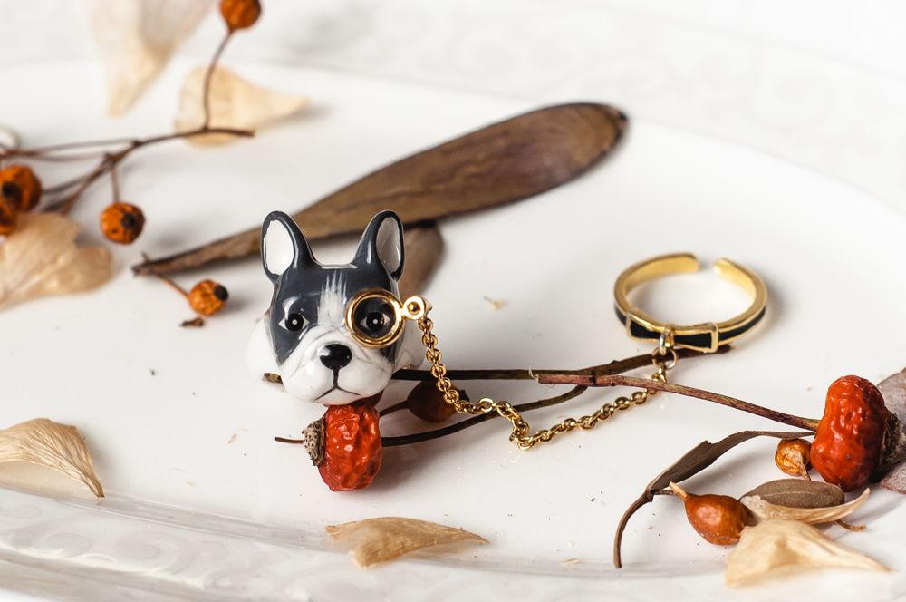 Кольцо собака сплошное, латунь, позолота. Состоит из двух колец, объединенных цепочкой.
