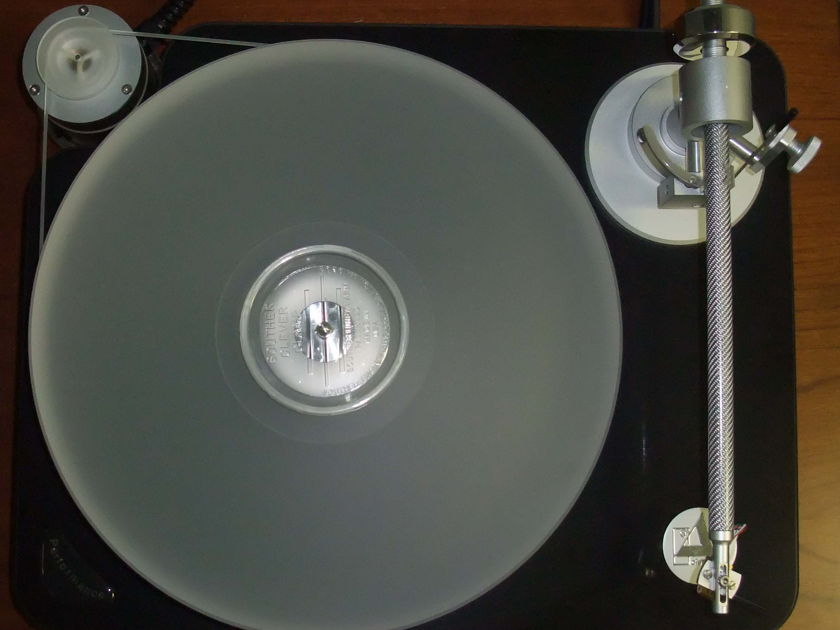Clearaudio  Performance w/ Satisfy Carbon arm turntable with arm