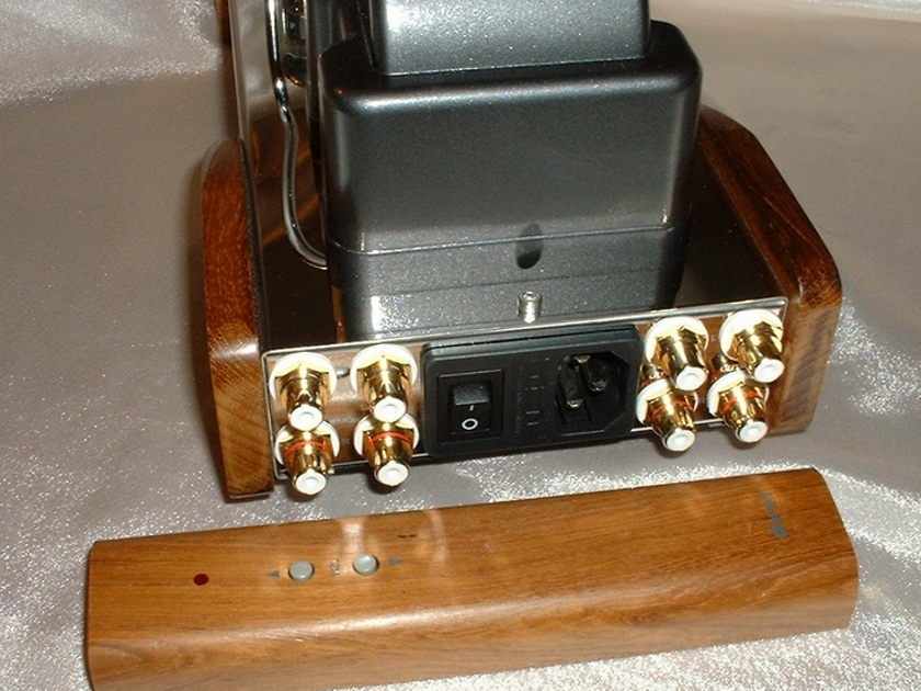 New 2012 Dared SL-2000A tube linestage preamp, US limit Ed , remote with two outputs....
