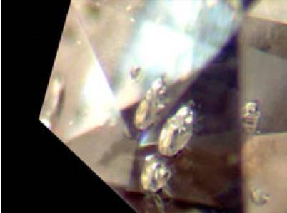 bubbles inclusions in diamonds