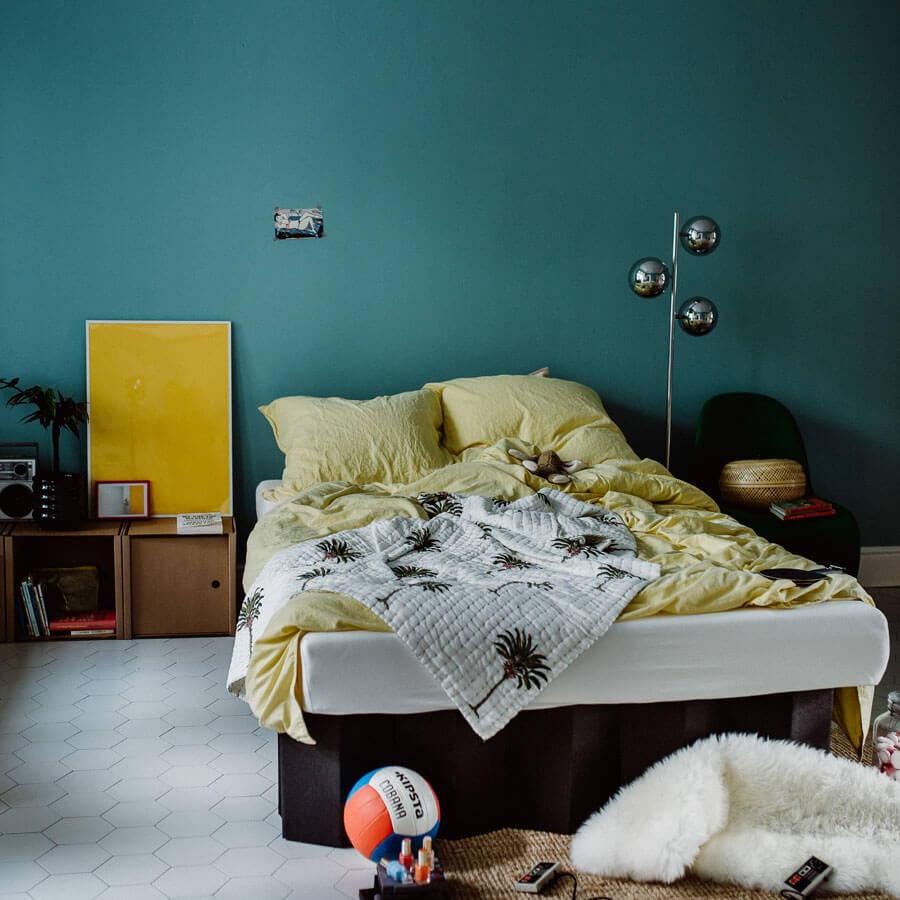 Das ROOM IN A BOX Bett aus nachhaltiger Wellpappe kommt ganz ohne Lattenrost aus.