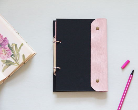 Блокнот ручной работы розовый с чёрным