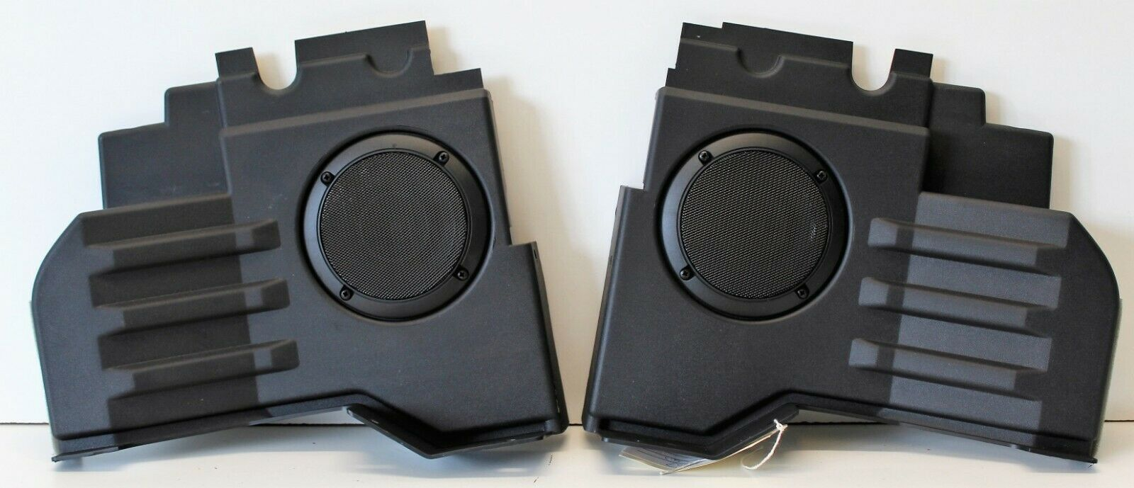 Land Rover Defender Stepped Tub Rear Speakers's featured image