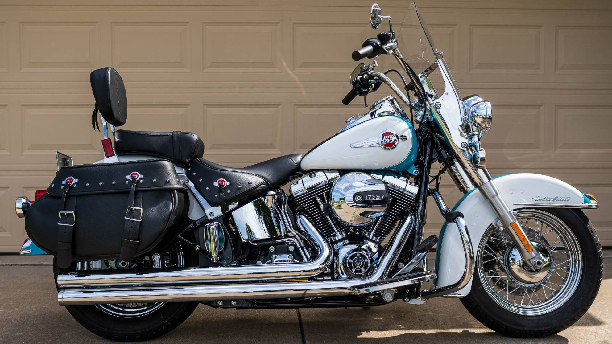 Harley-Davidson Heritage Softail Classic for rent near Burleson, TX