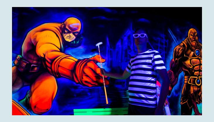 bester geburtstagde schwarzlichthelden frankfurt kindergeburtstag held wand graffiti dude schläger