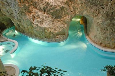 Эгер и Мишкольцтапольца (термальные купальни в пещерах)