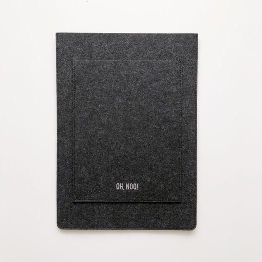 Вертикальный чехол из фетра для Macbook черного цвета