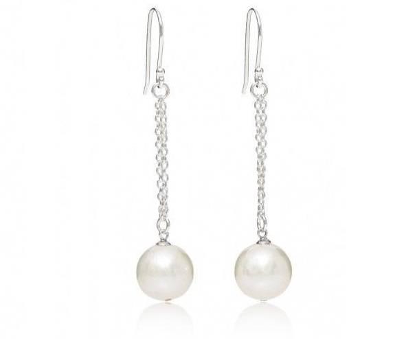 Shop lustruous cultured pearls at Pobjoy Diamonds