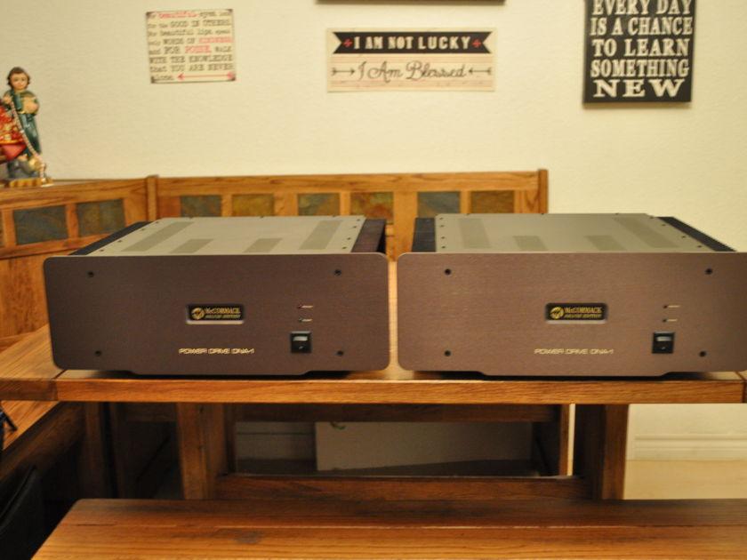 McCormack DNA-1 deluxe mono McCormack DNA-1 Deluxe monos amplifiers