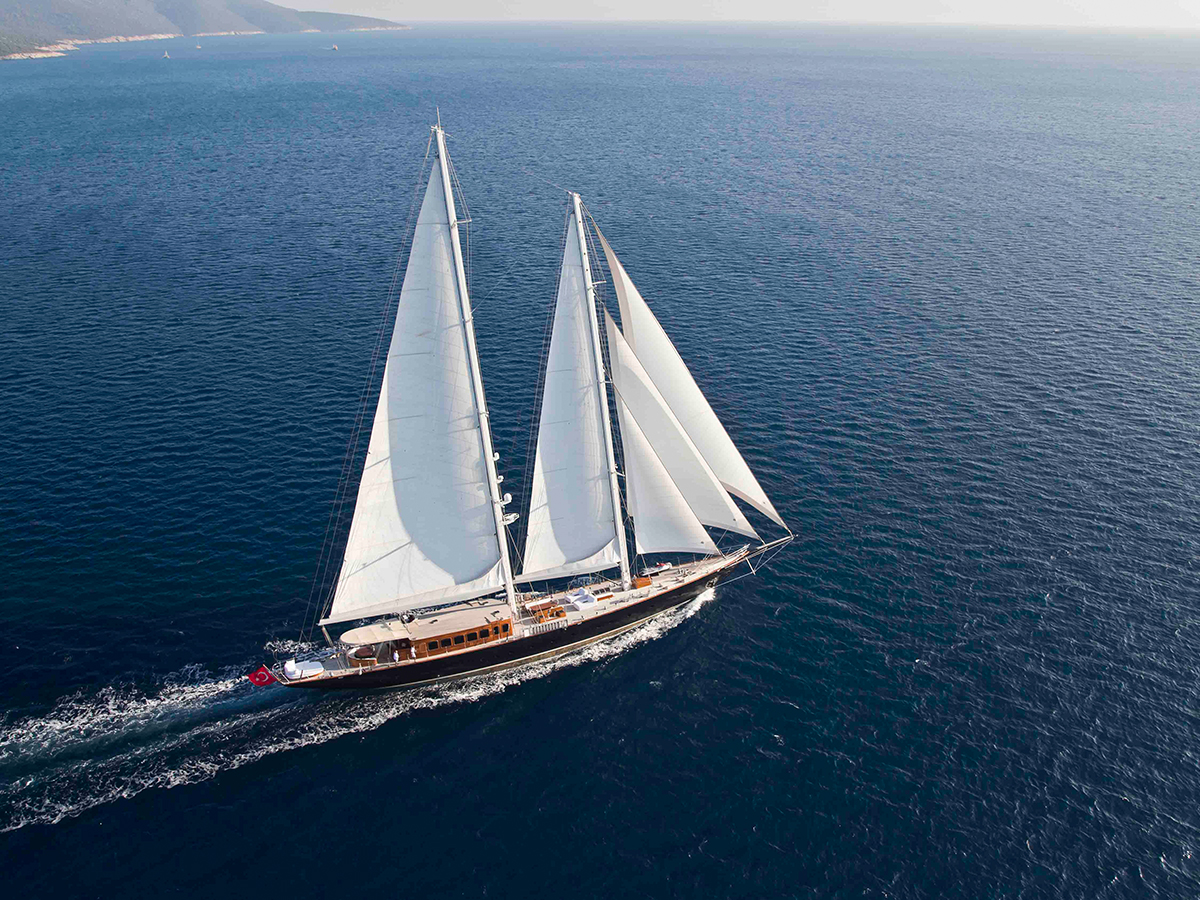 "Sailing yacht featured in James Bond film ""Skyfall"" now sold"