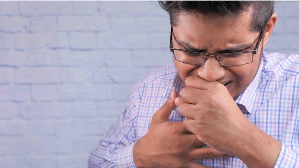 Homme souffrant d'asthme allergique