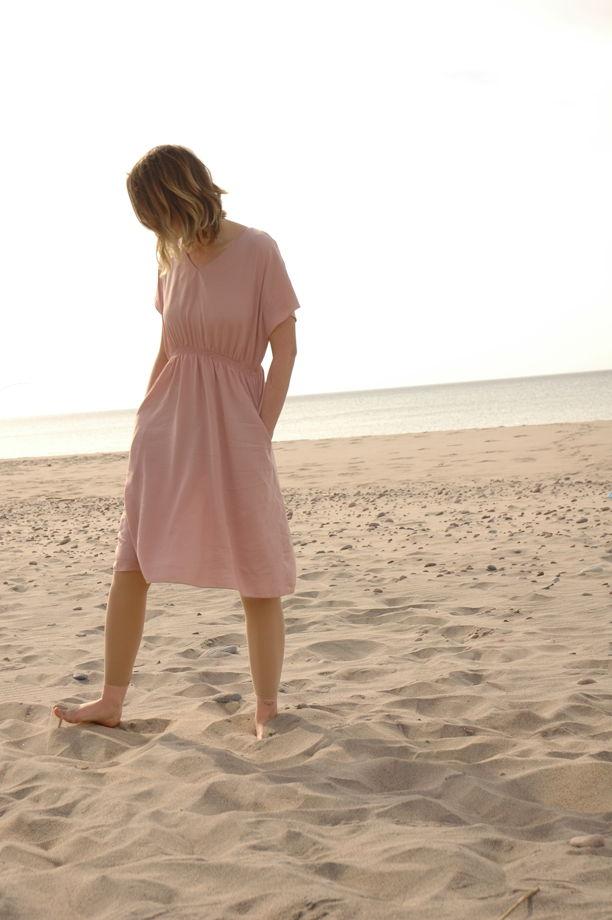Платье миди из шелковистой вискозы пыльно-розового цвета