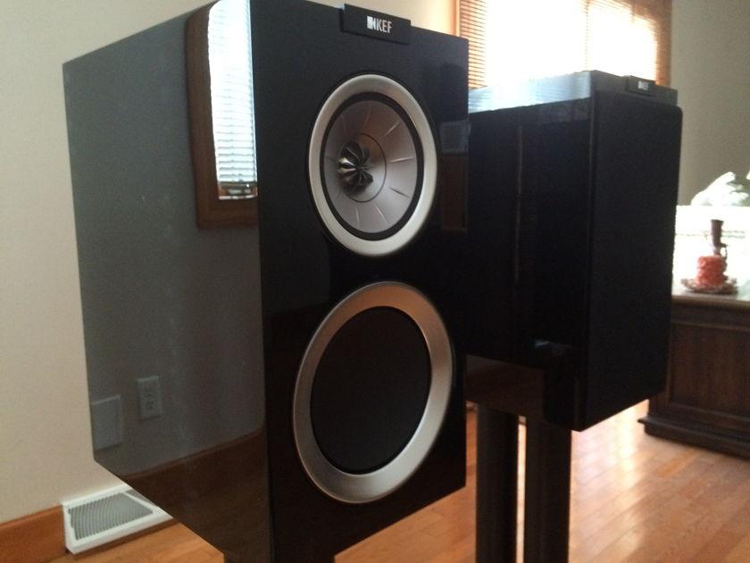 KEF R300 Gloss Black