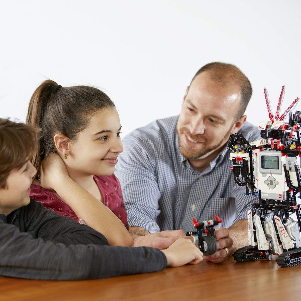 LEGO MINDSTORMS EV3 31313 Robot Kit kid plays.