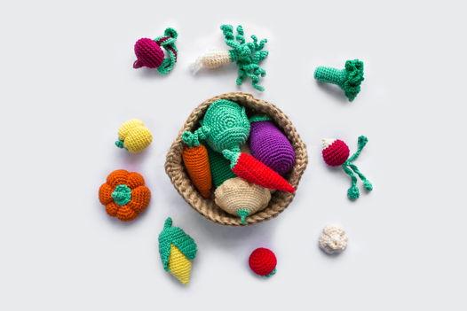 Вязаная корзинка с овощами (большая) ручной работы для детей