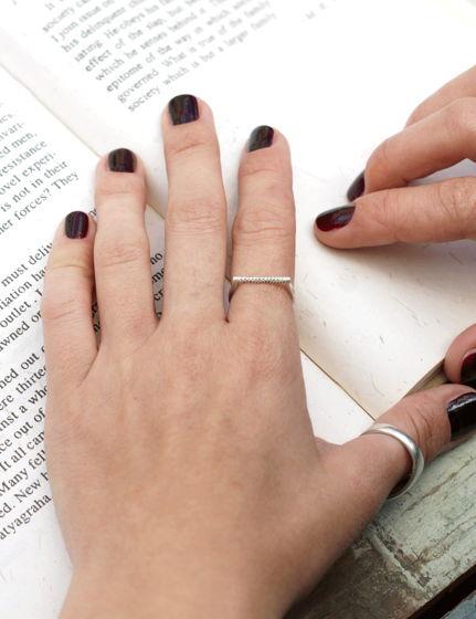 Тонкое серебряное кольцо без вставок