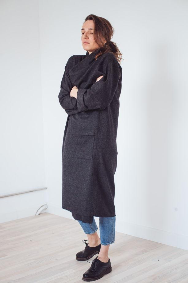 серое тонкое пальто-халат *земля*
