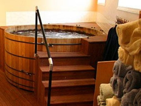 30-Minute Private Hot Tub Soak for 2 People at Inman Oasis & Goodie Bag from Cambridge Naturals