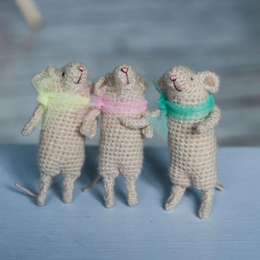 Вязаные кремовые мышата в шарфиках (цена за 1 шт)