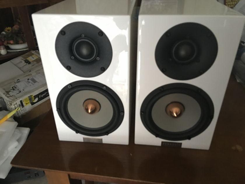 Penaudio Cenya White lacquer speakers 9/10