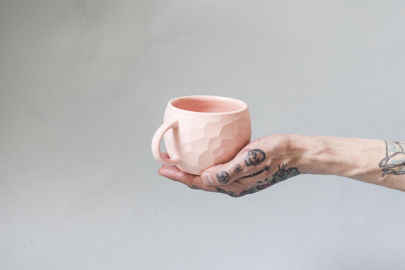 Кружка «Ануна» из розового фарфора