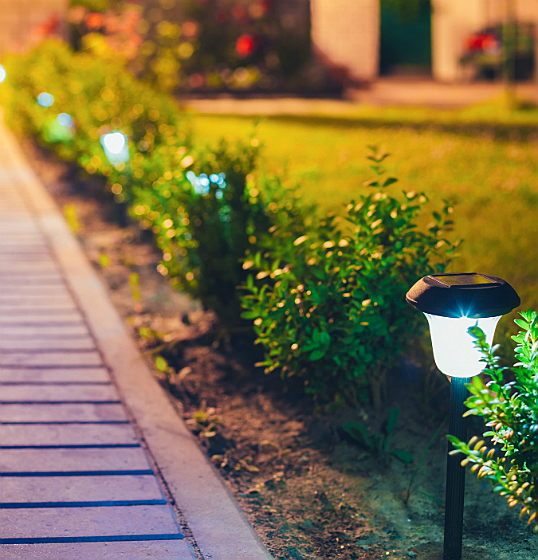 Trento - Let there be light! Follow these simple tips to brighten up your garden after dark