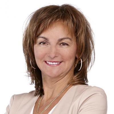 Lorraine Blain  Real estate agent RE/MAX Signature