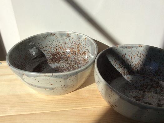 Сизые глубокие керамические тарелки